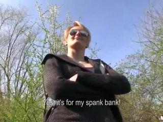 Çeke vajzë meggie seks në publike për para në dorë