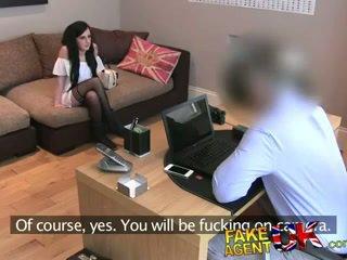 Fakeagentuk 단단한 바보 이모 비탄 pops 그녀의 항문의 cherry
