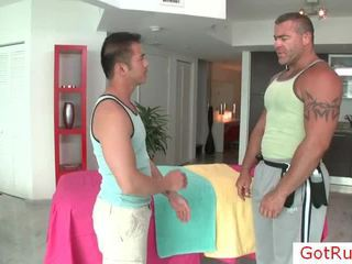 Massage pro prepping oosters victim homosexual scène