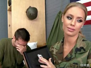 军队 孩儿 nicole aniston 性交 在 camp 视频