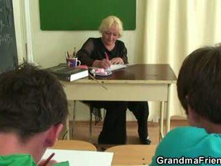 Two studs jebemti old šola učitelj