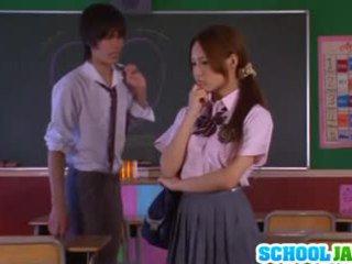 アジアの 女子生徒 yukina momota