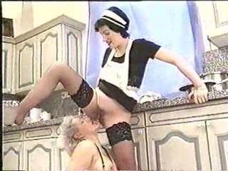 Piss; зріла жінка drinks maids piss