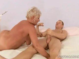 Berniukas fucks apkūnu močiutė
