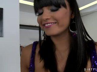 Грудаста lezbo sasha cane міг не очікувати будь longer для отримати її тіло licked всі над