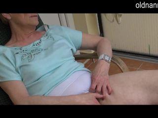 Tua perempuan tua masturbation dengan besar hitam kontol video