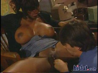 Vanessa gets pleasured