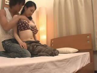 Японська мама likes її stepson a багато відео