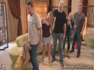 Michael og kimberly bli med swinger couples i en vill fest