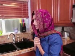 Arab teen ada gets ein warm muschi cream