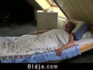 Seksuaalinen nuori hoito varten a huono vanha mies
