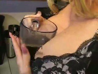 बड़े स्तन, मुख्यालय ओगाज़्म देखिए, कोई भोजन गाली दिया