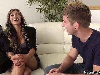 Esperanza gomez takes a молодий пеніс на the диван