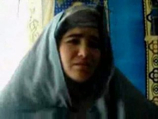 Tajik נערה מזוין על ידי a pashton guy