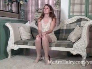 Jada होती हे playful और सेक्सी जैसा वह strips पर कुरसी