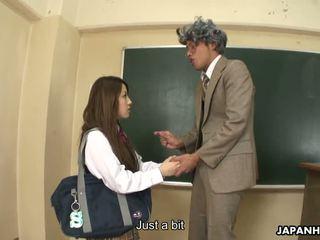 Porca ria sakurai gets banged depois classes