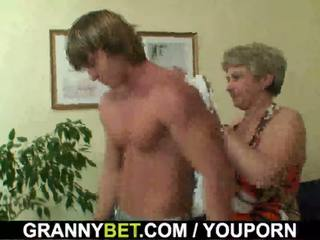 Lonely 60 years old babi swallows velika tič