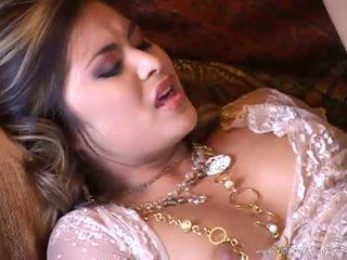 Asian babe Michelle Maylene