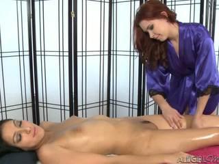 Melody uses a vibraator giving kimberly gates a sügav hõõruma