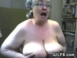 Gros vieille avec grand poitrine
