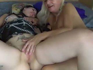 Leszbikusok fiatal és érett nők