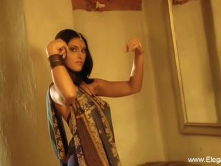 Indian Cougar Flashes Her Body, Free Eleganxia HD Porn ee