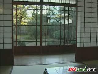 Jovem japonesa empregada e dela velho chefe