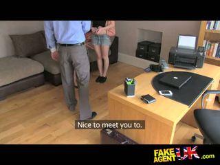 Fakeagentuk італійська і британка трійця в fake кастинг