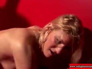 Sexy a skutočný holandské pobehlica giving cocksuck na turista