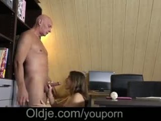 Evelina asks beliau lama trainer kepada sila beliau miang/gatal faraj