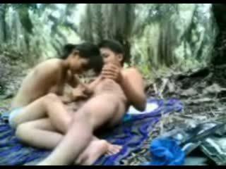 印度尼西亚 青少年 性交 在 该 丛林
