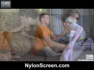Agatha connor नाइलॉन duo में कार्रवाई