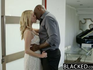 Blacked seksi rambut pirang gadis cadenca lux pays mati boyfriends debt oleh hubungan intim bbc