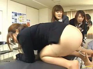 เอเชีย วัยรุ่น สาว ให้ ของพวกเขา asses สำหรับ ก้น เพศ