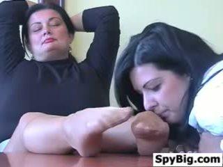 Latina loves detta äldre womans fötter