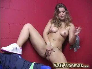 Katie thomas y su gloryhole rabo