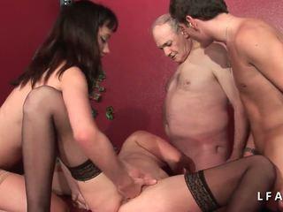 2 jeunes salopes francaises sodomisees dans un 俱乐部.