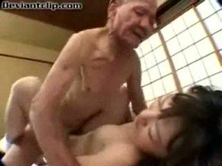 Pauvres japonais écolière baisée par vieux fart