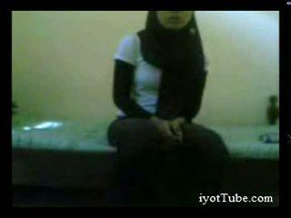 Muslim adoleshent student në konvikt pjesë 1