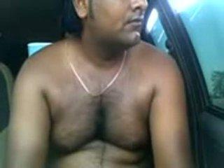 Amatør indisk par knulling inside parked bil