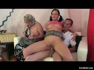 Perempuan tua seks dua wanita  satu pria seks tiga orang