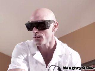 Isis אהבה fucks שלה blind masseur