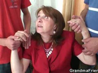 いたずらな おばあちゃん takes two rods