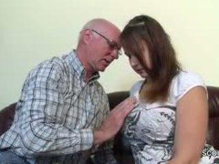 Viejo grandfather seducción alemana grand-daughter a primero joder