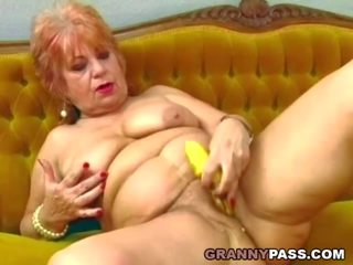 Granny Fucks Her Old Pussy with Banana, Porn d9
