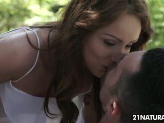 ви брюнетка, най-много целуване номинално, пресен piercings всички
