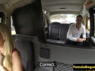 Bigtitted βρετανικό cabie cocksucks προτού σεξ: ελεύθερα πορνό 68