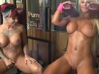 Dani andrews এবং megan avalon muscle লেসবিয়ানদের