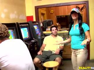 Brünette latina anelys was picked nach oben im casino