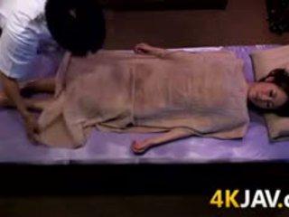 Japonesa miúda massaged